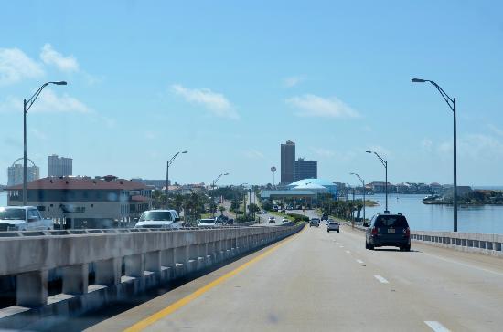 Pensacola Beach: Heading over the bridge from Gulf Breeze