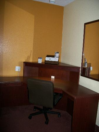 Best Western B. R. Guest: I love this desk!