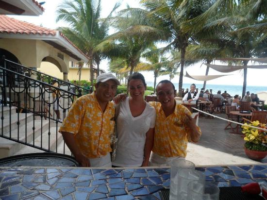 Secrets Capri Riviera Cancun: Friendly bartenders