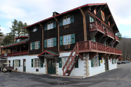 Swiss Chalets Village Inn: Main Chalets