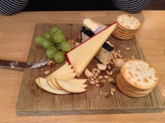 Felons Bistro: Felons Tassie Cheese platter