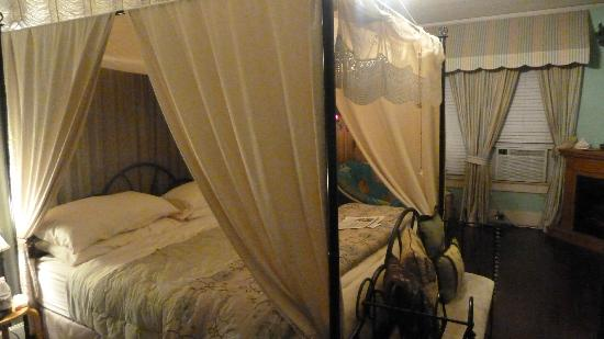 Avenue O Bed and Breakfast : South Pacific Room