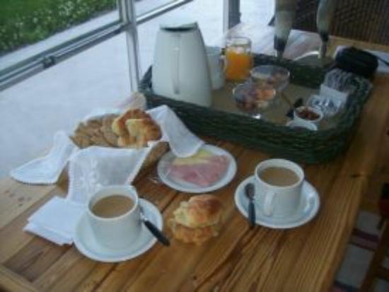 Los Ponchos Apart Boutique: desayuno muyy rico en el desayunador