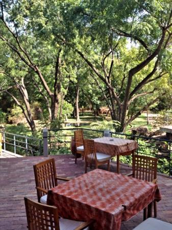 Parc national du Mali: outside cafe