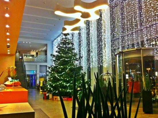 Atlantic Hotel: Hotel Lobby at Christmas Time