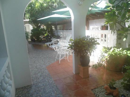My Aruban Home: Outdoor patio/garden for quiet reading or a cuban cigar...