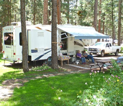 Sportsman's Campground and Mountain Cabins: Spacious & shaded full hook-up RV sites