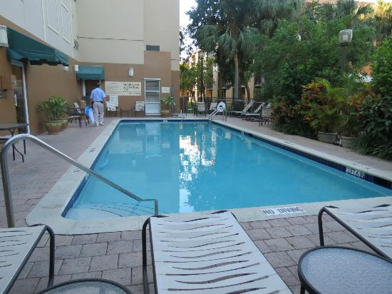 Hampton Inn & Suites Ft. Lauderdale Airport/South Cruise Port: pool