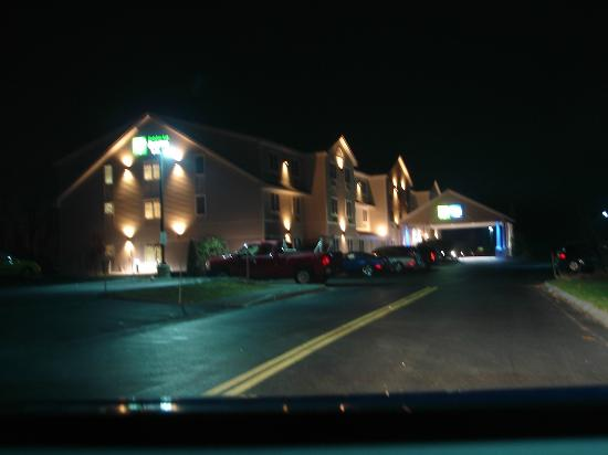 Holiday Inn Express Hampton South - Seabrook: Hotel exterior