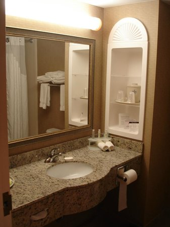 Holiday Inn Express Hampton South - Seabrook: Bathroom
