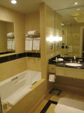The Palazzo Resort Hotel Casino: Bathroom