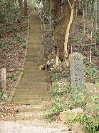 Aikawa-machi, Japan: 八菅神社に登る階段道