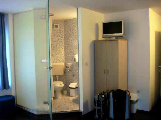 إيمونيك هوتل: Banheiro 