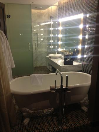 Hotel de l'Opera Hanoi - MGallery Collection: Old style tub