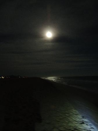 Holiday Inn Resort Los Cabos All-Inclusive: Beautiful full moon on the beach