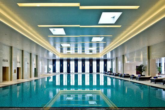 Howard Johnson Parkview Plaza Erdos: Swimming Pool