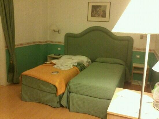 Residenza Ponte Sant'Angelo : Individual beds in the room for 4 people