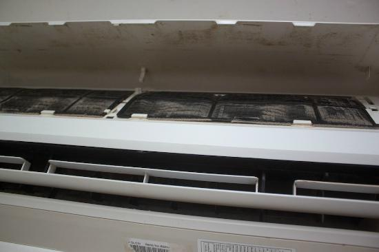 Samed Cabana Resort: Moldy air conditioner