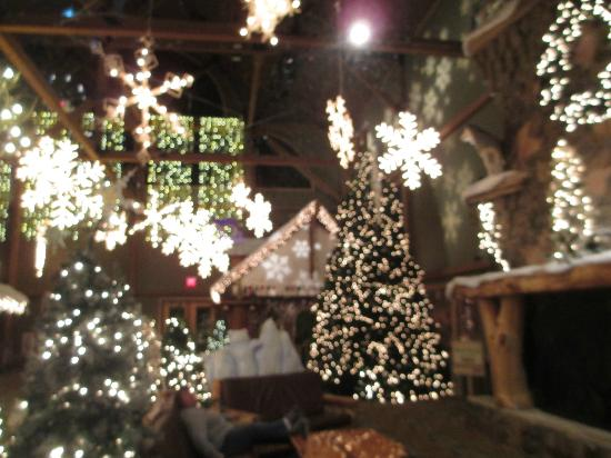 Great Wolf Lodge: Almost done with Christmas Decorations!!!
