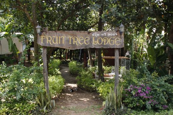 Fruit Tree Lodge : Entrance Gate
