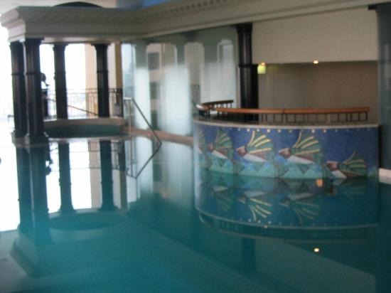 Hotel Swimming Pool Note Its Indoor Bild Von Quay West Suites