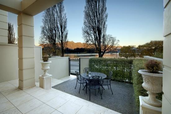 Esplanade Queenstown private courtyard