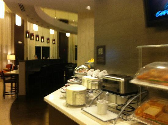 Comfort Suites Miami Airport North: Café muito bom e grátis