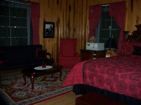 Tuckasiegee River Mountain Lodge: Ruby Suite