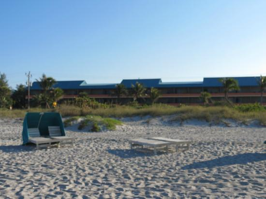 'Tween Waters Island Resort & Spa: sea grape building from the beach across the street