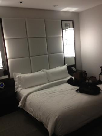 Ivy Boutique Hotel: bed in king suite