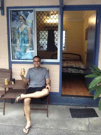 Castaways Backpackers: outside room no. 13