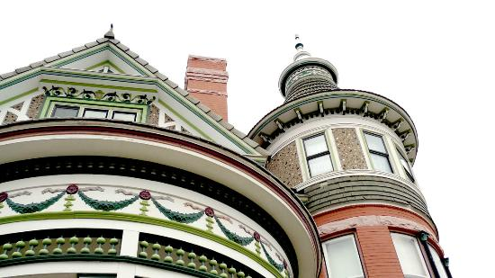 Ferris Mansion Bed and Breakfast: beautiful architectural details
