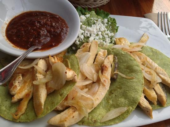 Tacos de pollo con tortilla de nopal picture of la buena - Tacos mexicanos de pollo ...