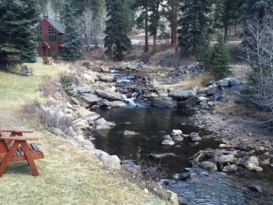 بولدر بروك اون فال ريفير: Boulder Brook 