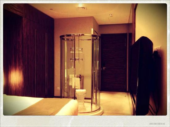klapsons, The Boutique Hotel: Transparent Glass Shower Tube