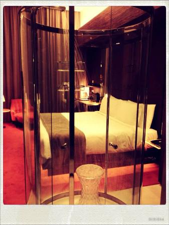 klapsons, The Boutique Hotel: Showering transparently!!!