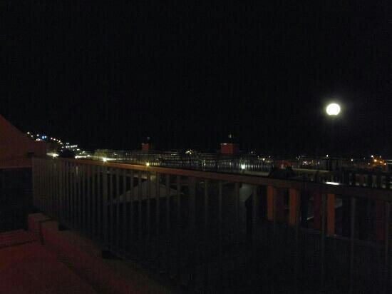 Balcon Del Mar: Full moon