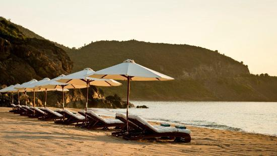 Mia Resort Nha Trang: Private Beach