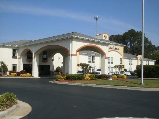 Comfort Inn Winterville : Beautiful, well-maintained building and grounds ...
