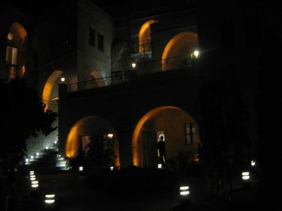 Tafoni Houses: Night atmospherics
