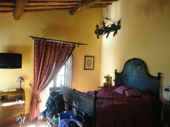 Castello di Tornano: lovely Romeo and Juliet room