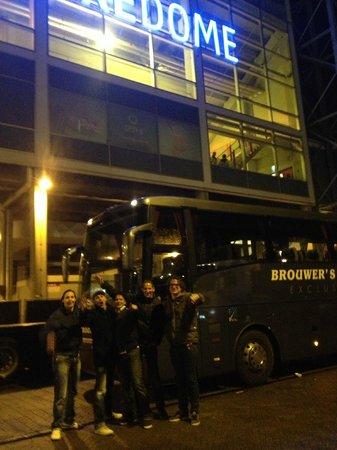 Met touringcar van Brouwer's Tours naar het Gelredome