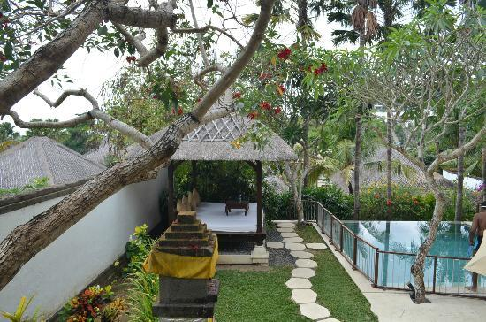 Karma Jimbaran: Pool and gazebo