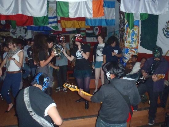 Hostel Amigo : baby dolls band