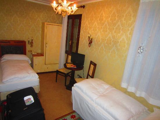 Hotel Flora: Room # 7