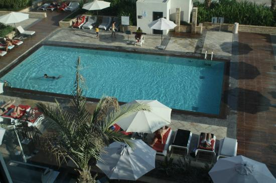 Centro Yas Island Abu Dhabi by Rotana: Pool Area
