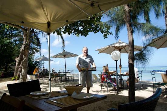 Les Lataniers Bleus: Petit déjeuner sur plage.