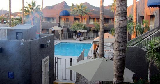 Best Western InnSuites Phoenix Hotel & Suites: Piscina