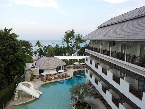 Pattaya Discovery Beach Hotel: Room with pool view