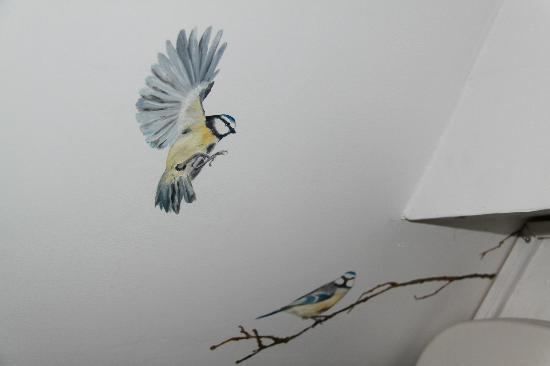 La Ferme de l'Isle aux Oiseaux : peinture murale de la salle de bain